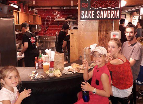Dégustation d'un tacos dans Chelsea Market