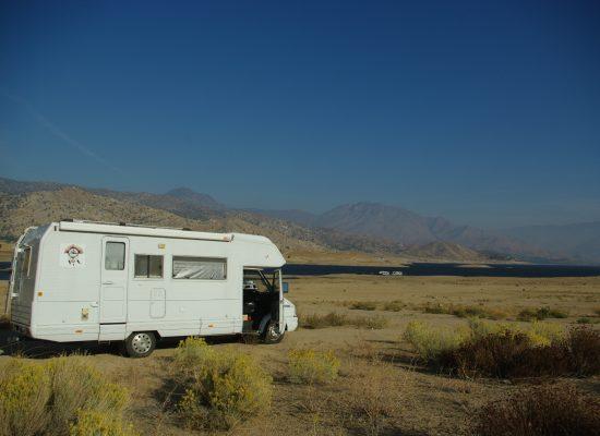 notre campement devant le lac
